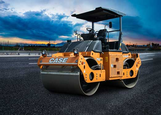 CASE delivers 5,000th vibratory tandem compactor in India