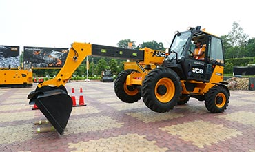 JCB showcases material handling products