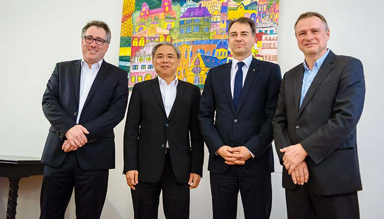 Tan Choon Lim, Chairman of the Board,  , Desay SV' and Dr. Michael Weber, Managing Director, ATBB met with Peter Kleine, Mayor of Weimar.