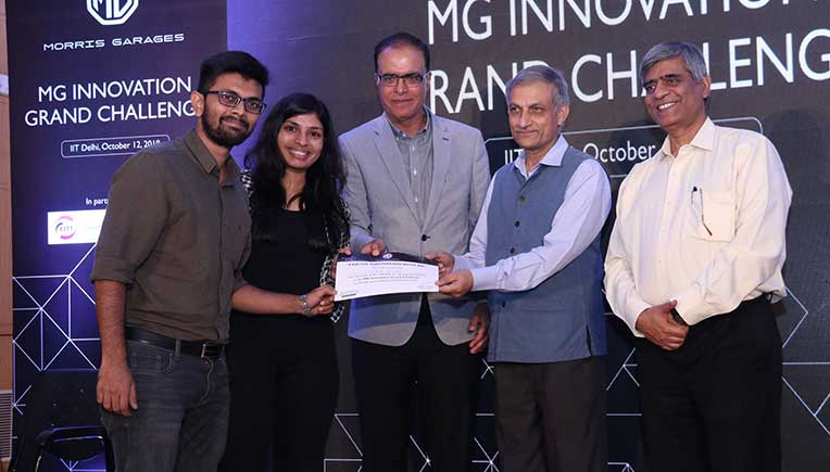 Rajeev Chaba, President and MD, MG Motor India awarding the Best Prototype Award Prize Winner Zyme Technologies