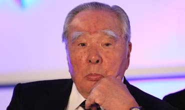 Suzuki fuel mileage scandal sees Osamu Suzuki stepping down