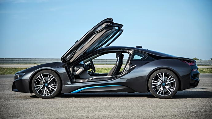 Bmw I8 A High Performance Plug In Hybrid To Cost Rs 2 29 Crore
