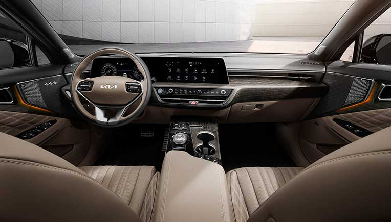 A picturesque look at luxury sports sedan Kia K8 interior