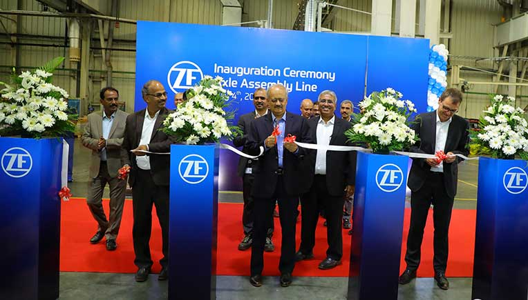 Ribbon cutting ceremony with Suresh KV, Head of ZF Region India (left), Vipin Sondhi, MD & CEO of JCB India (mid) and Tilo Huber, Head of ZF business unit Construction Equipment (right).