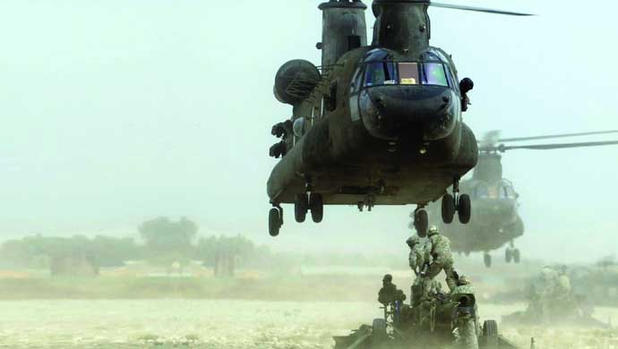 M777 lifted by Chinook; Pic courtesy BAE Systems