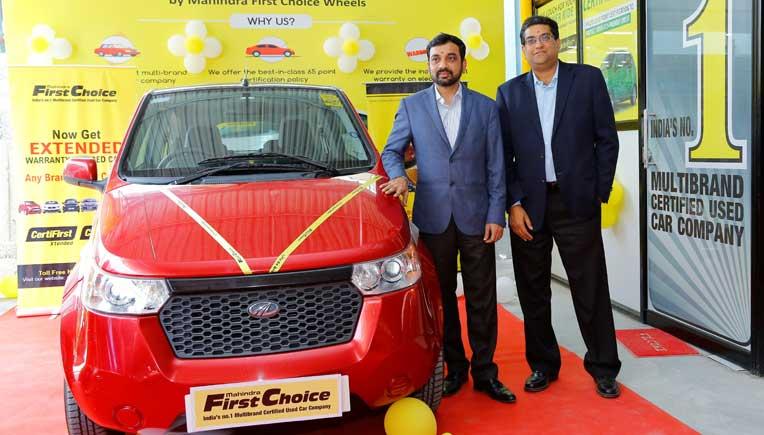 Dr. Nagendra Palle, MD & CEO, Mahindra First Choice Wheels (right) and Mahesh Babu, CEO, Mahindra Electric Mobility Ltd
