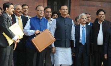 Electric Motor scores over internal combustion engine in Union Budget 2015-16