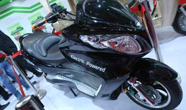 GEM forays into electric 2-wheeler market at E.V. Expo 2015
