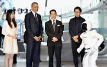 Honda's Asimo greets US President Obama