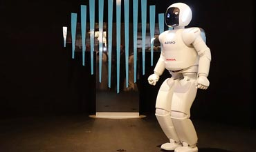 Honda's Asimo attends Govt summit in Dubai and meets with Royals