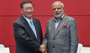 Hyundai Motor Group Chairman Mong-Koo Chung meets Modi
