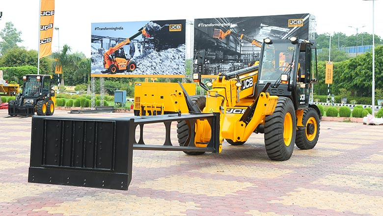JCB  showcased its telehandlers, skid steer loaders and super loaders in New Delhi