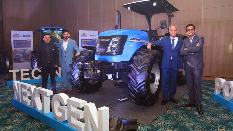 Deepak Mittal (2nd from right), Raman Mittal (extreme right), Rahul Mittal (2nd from left) and Gaurav Saxena at the launch of  Solis 120HP tractor