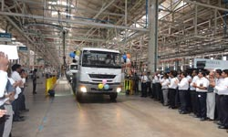 Daimler India rolls out LHD Fuso trucks for export