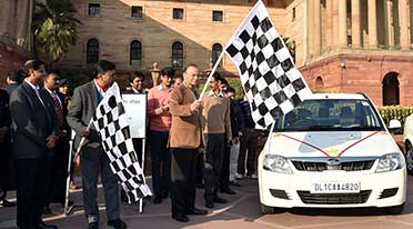 Jaitley inaugurates electric vehicle charging station in North Block; Hands over 15 EVs