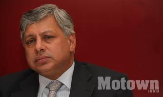 Ravindra Pisharody Executive Director of Tata Motors quits