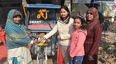 SMV Green Solutions felicitates women e-rickshaw drivers