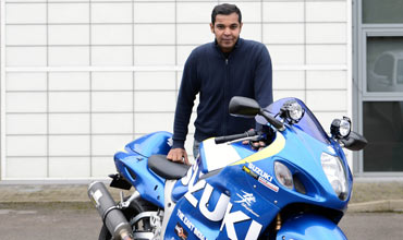 Bike Trac supports an Indian on his Hayabusa