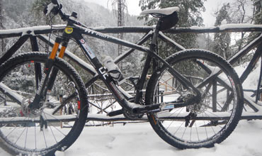 Hero Action Team cycles in deep snow in Himachal Pradesh
