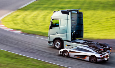 The Volvo FH truck races against the Koenigsegg